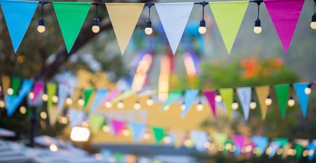 Wimpelkette zur Feier des Tags der Nachbarn